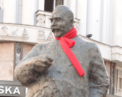 Stejpan Radic statue in Zagreb wearing a neck tie